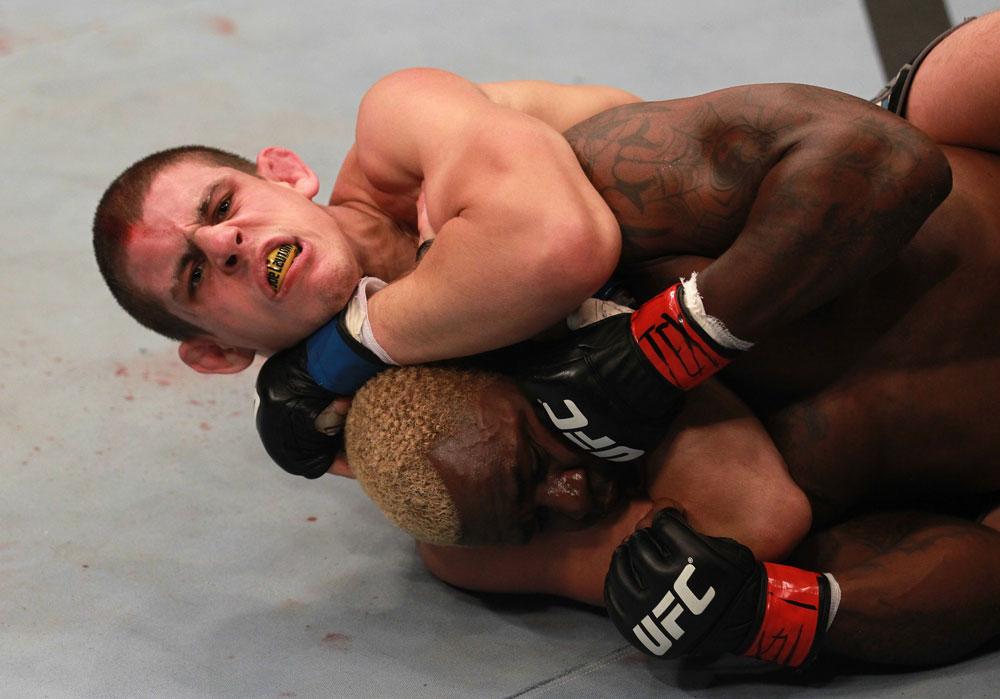Lauzon sometiendo a Guillard en UFC 136