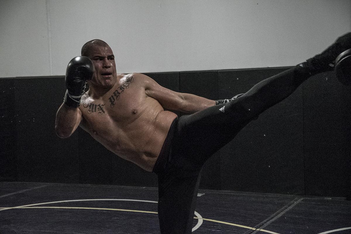 21 Cain Velasquez UFC Phoenix Maryvale Gym workout