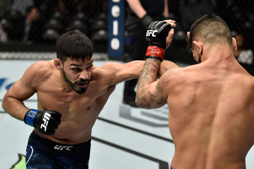 BOSTON, MA - JANUARY 20: (L-R) Julio Arce punches Dan Ige in their featherweight bout during the UFC 220 event at TD Garden on January 20, 2018 in Boston, Massachusetts. (Photo by Jeff Bottari/Zuffa LLC)