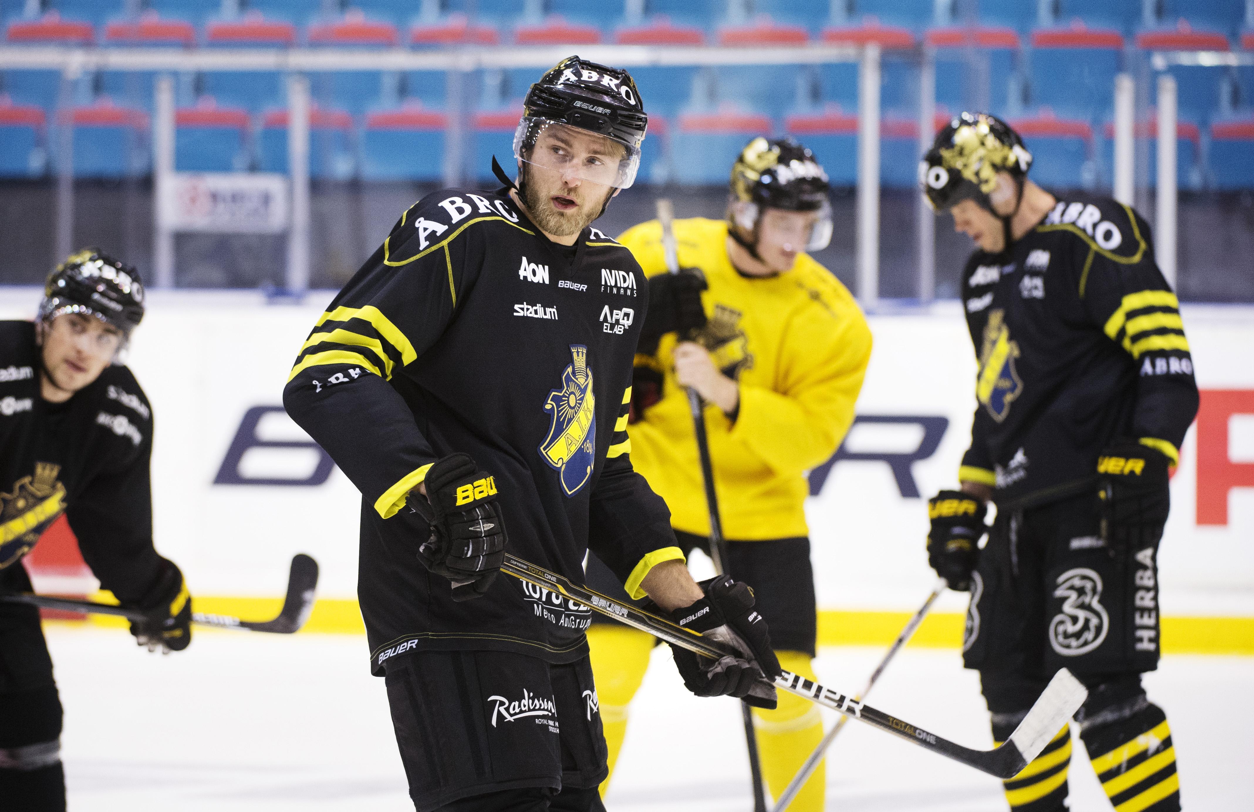 Gustafsson skates with the AIK Hockey Team