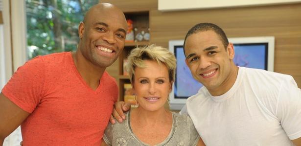 Silva with Brazilian TV hosts Ana Maria Braga and Rafael Feijão - Renato Rocha Miranda/TV Globo