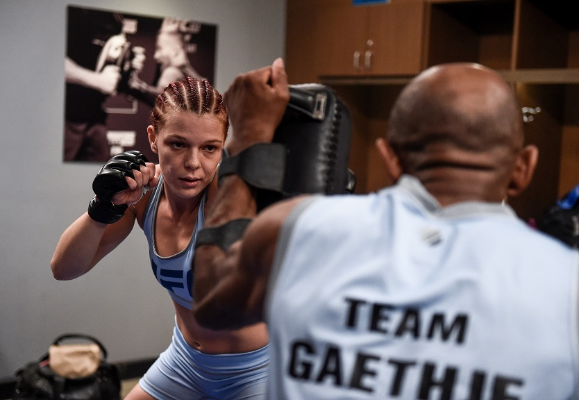 Gillian Robertson prepares for her fight against Barb Honchak on The Ultimate Fighter
