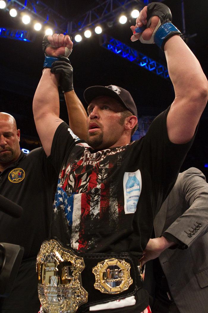 Former interim UFC heavyweight champ Shane Carwin
