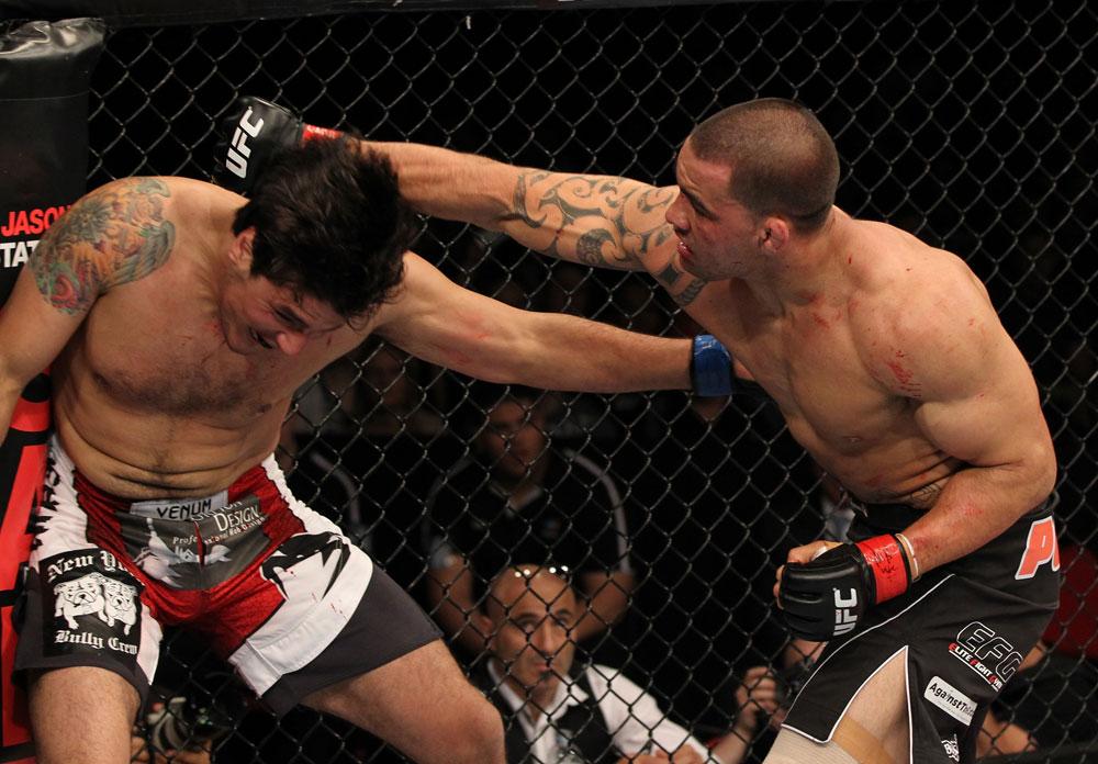 Te Huna punches Aaron Rosa
