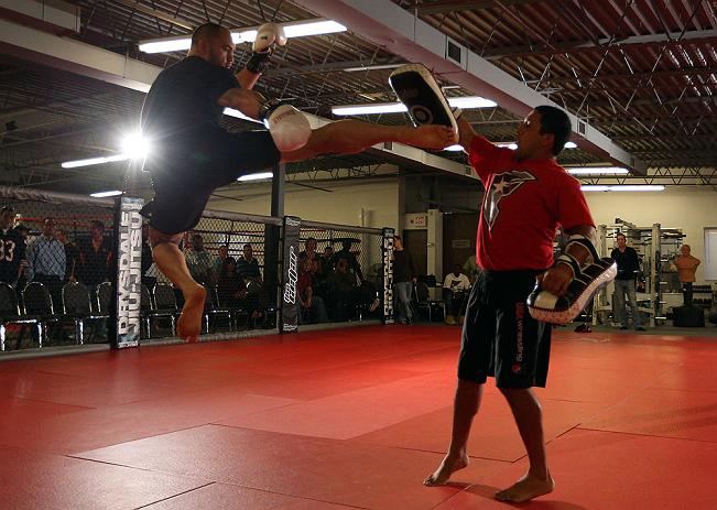 Browne volando como peso ligero en los entrenamientos