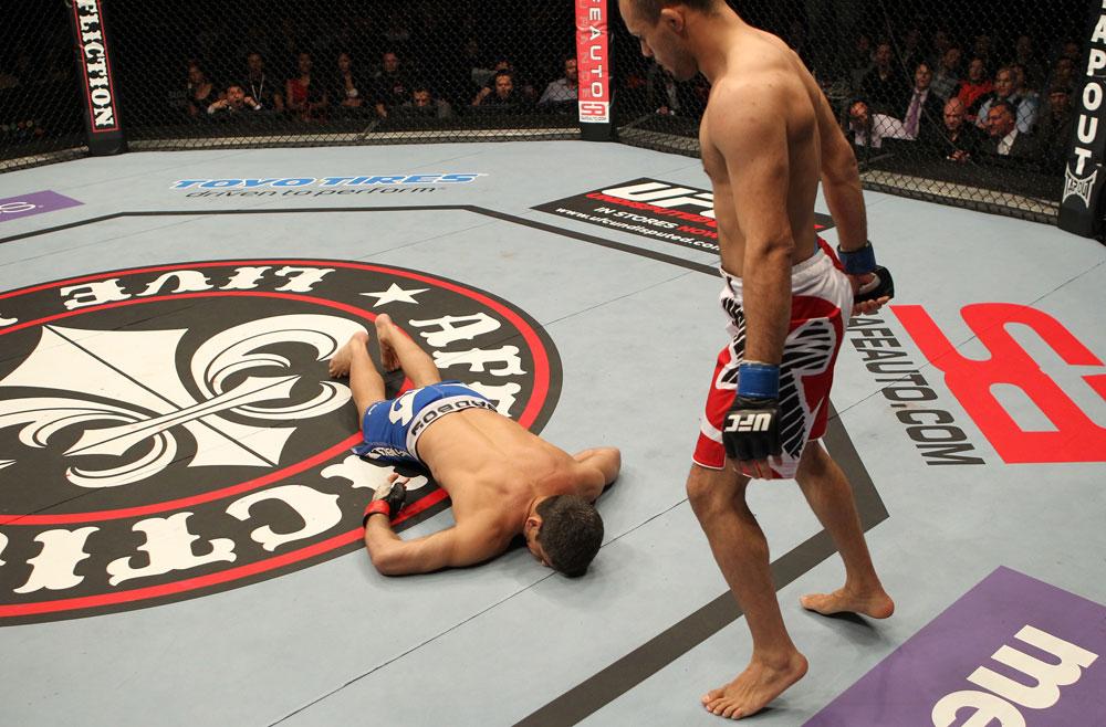 <a href='../event/UFC-Silva-vs-Irvin'>UFC </a>welterweight <a href='../fighter/Siyar-Bahadurzada'>Siyar Bahadurzada</a> KOs <a href='../fighter/Paulo-Thiago'>Paulo Thiago</a>