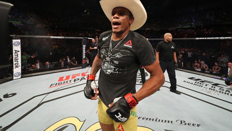 SAO PAULO, BRAZIL - SEPTEMBER 22:  Alex Oliveira of Brazil celebrates after defeating Carlo Pedersoli in their welterweight bout during the UFC Fight Night event at Ibirapuera Gymnasium on September 22, 2018 in Sao Paulo, Brazil. (Photo by Buda Mendes/Zuf