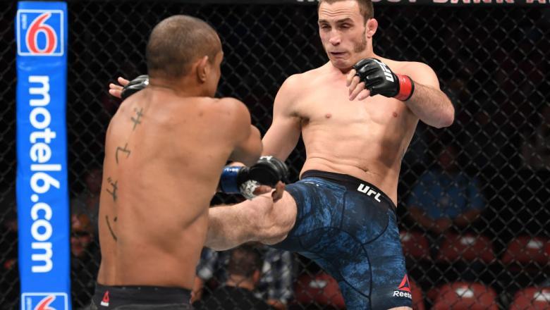 Anthony Martin kicks Sergio Moraes