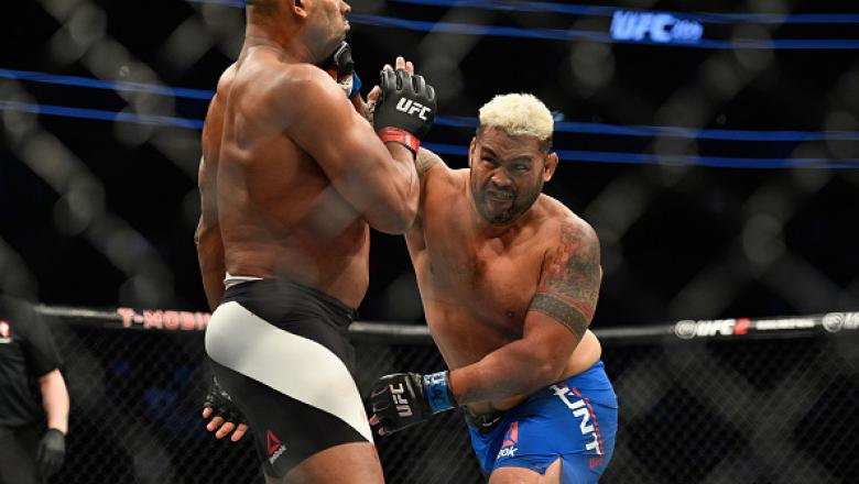 LAS VEGAS, NV - MARCH 04: (R-L) Mark Hunt of New Zealand punches Alistair Overeem of the Netherlands in their heavyweight bout during the UFC 209 event at T-Mobile Arena on March 4, 2017 in Las Vegas, Nevada.  (Photo by Jeff Bottari/Zuffa LLC/Zuffa LLC vi