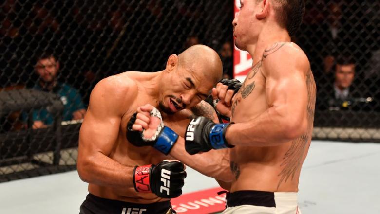 RIO DE JANEIRO, BRAZIL - JUNE 03:  (R-L) Max Holloway punches Jose Aldo of Brazil in their UFC featherweight championship bout during the UFC 212 event at Jeunesse Arena on June 3, 2017 in Rio de Janeiro, Brazil. (Photo by Jeff Bottari/Zuffa LLC/Zuffa LLC