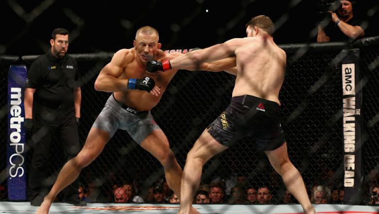 NEW YORK, NY - NOVEMBER 04:  Georges St-Pierre of Canada fights Michael Bisping of England in their UFC middleweight championship bout during the UFC 217 event at Madison Square Garden on November 4, 2017 in New York City.  (Photo by Mike Stobe/Getty Imag