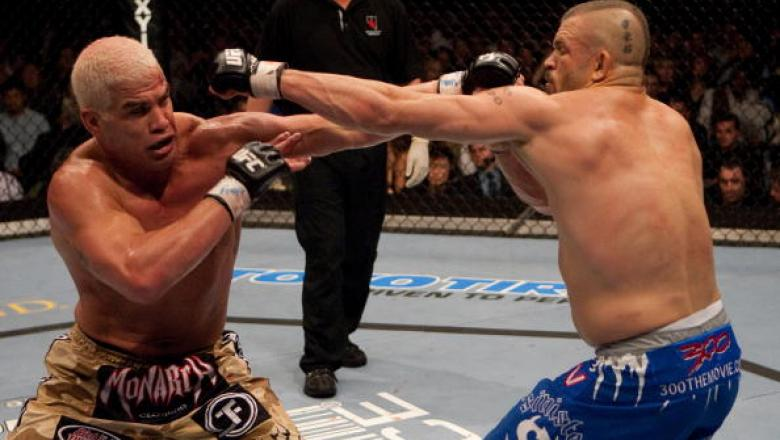 cc166abaffb919 LAS VEGAS - DECEMBER 30  (L-R) Tito Ortiz and Chuck Liddell exchange punches