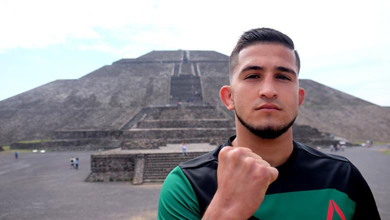 Sergio Pettis poses in front of Pyramid of the Sun in Teotihuacán, Mexico on 6/7/17 (Photo by Juan Cardenas for UFC.com)