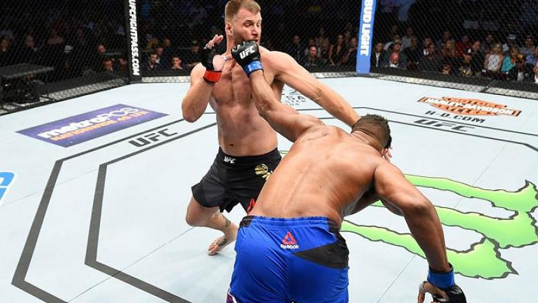 CLEVELAND, OH - SEPTEMBER 10:  (R-L) Alistair Overeem of The Netherlands punches Stipe Miocic in their UFC heavyweight championship bout during the UFC 203 event at Quicken Loans Arena on September 10, 2016 in Cleveland, Ohio. (Photo by Josh Hedges/Zuffa
