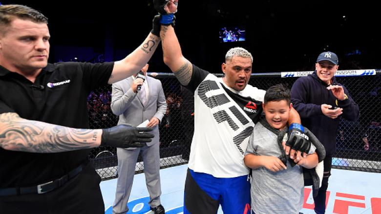 AUCKLAND, NEW ZEALAND - JUNE 11:  Mark Hunt of New Zealand celebrates with his family after defeating Derrick Lewis in their heavyweight fight during the UFC Fight Night event at the Spark Arena on June 11, 2017 in Auckland, New Zealand. (Photo by Josh He