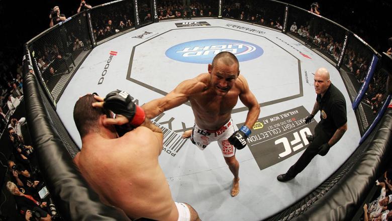 SAN JOSE, CA - NOVEMBER 19:  (R-L) Dan Henderson punches Mauricio Rua during an UFC Light Heavyweight bout at the HP Pavillion on November 19, 2011 in San Jose, California.  (Photo by Josh Hedges/Zuffa LLC/Zuffa LLC via Getty Images)