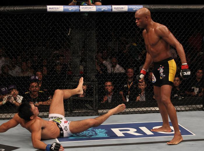 O então campeão peso-médio Anderson Silva defendeu o cinturão na primeira edição do UFC Rio, o UFC 134, em 2011.