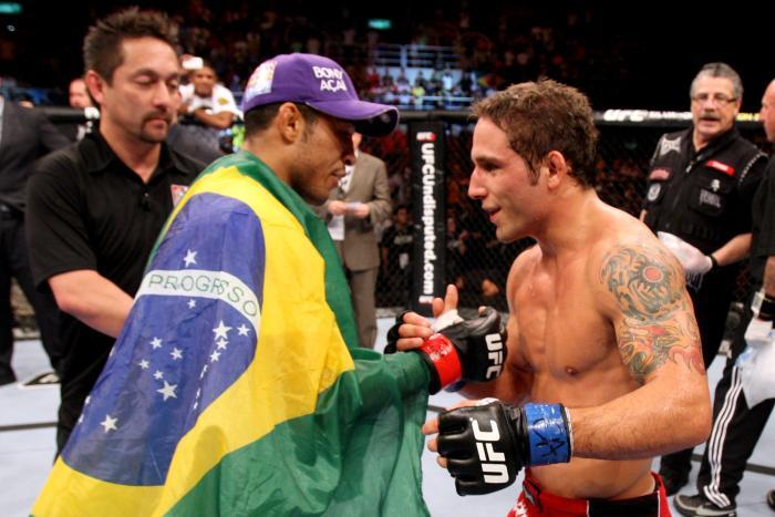 Na segunda edição do UFC no Rio, o UFC 142 em 2012, José Aldo nocauteou Chad Mendes e fez a icônica comemoração com o público.