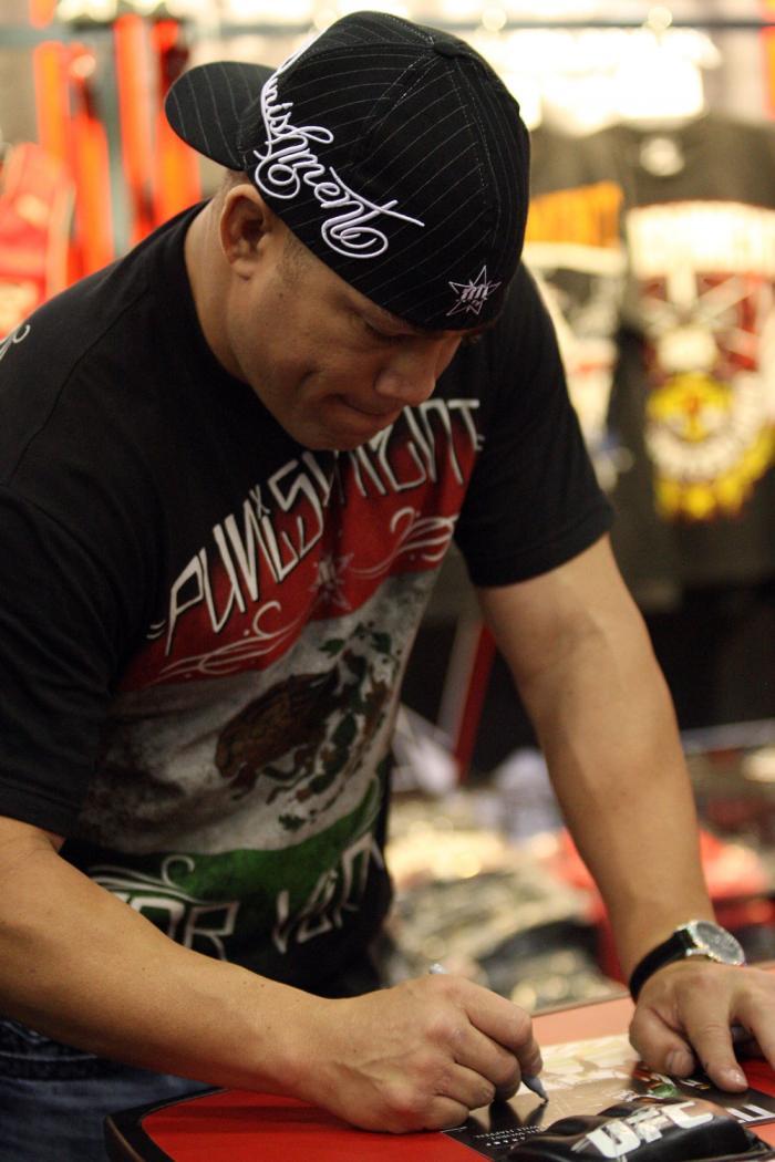 Tito Ortiz signs an autograph