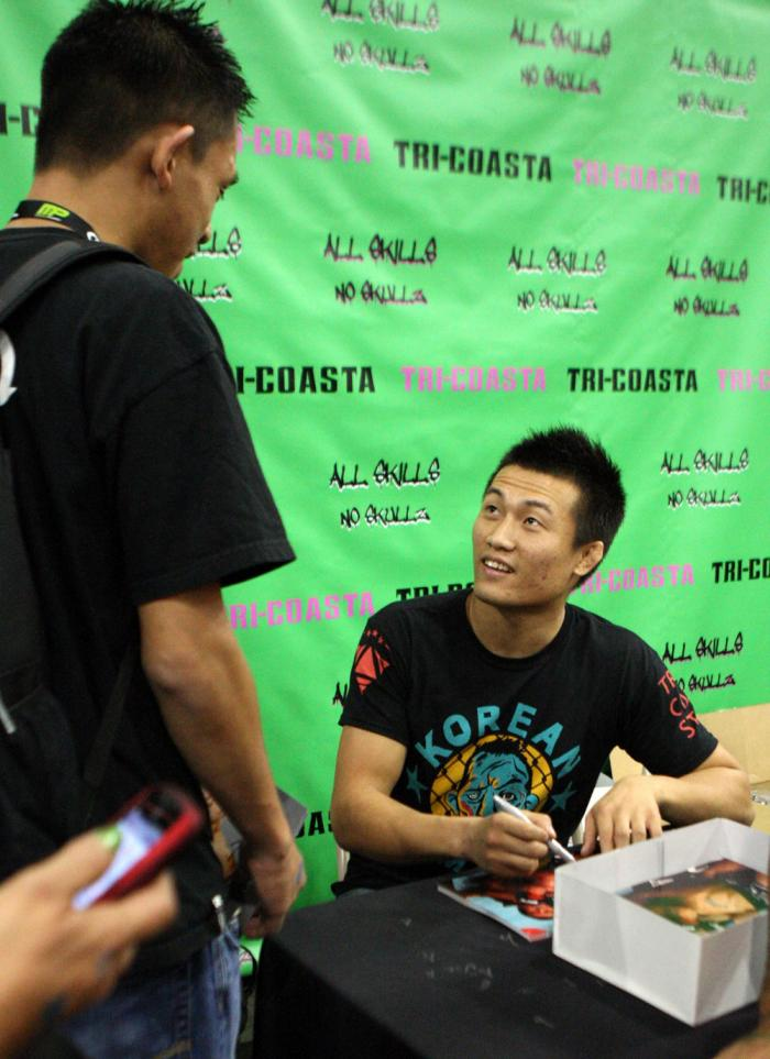 """""""The Korean Zombie"""" Chan Sung Jung signs autographs"""