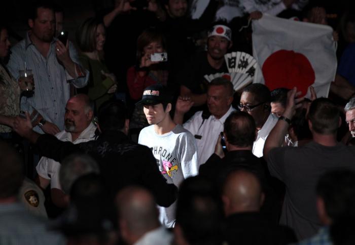 Hatsu Hioki enters the arena