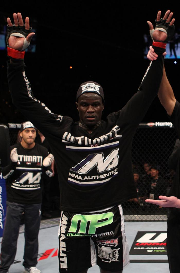 Cheick Kongo celebrates his win