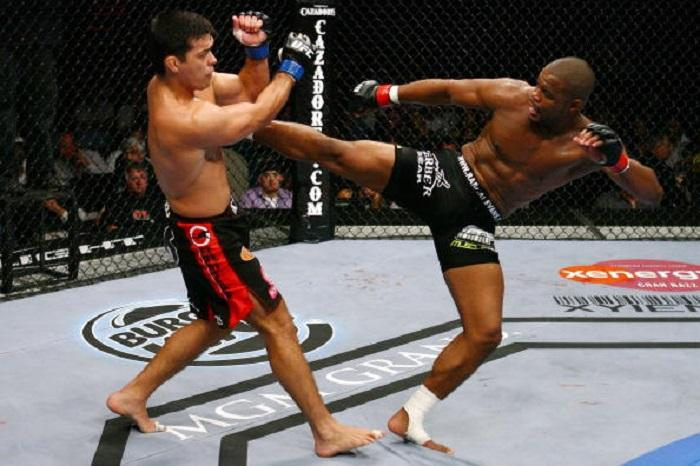 LAS VEGAS - MAY 23: Lyoto Machida (L) battles Rashad Evans (R) during their Light Heavyweight Title bout at UFC 98: Evans vs Machida at the MGM Grand Garden Arena on May 23, 2009 in Las Vegas, Nevada. (Photo by Al Bello/Zuffa, LLC via Getty Images)