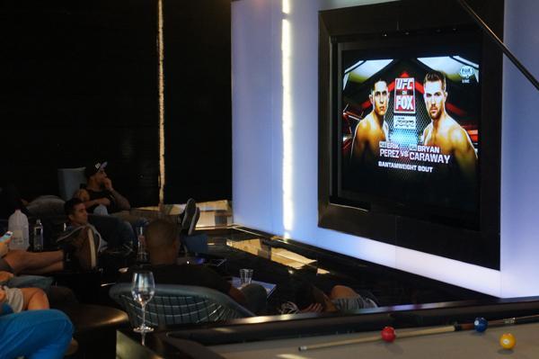 Les tocó ver la pelea de Erik Perez contra Bryan Caraway