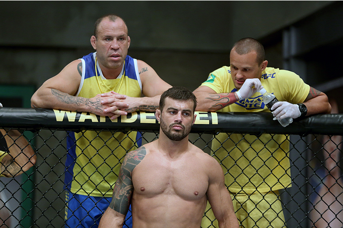 SAO PAULO, BRAZIL - JANUARY 24:  Team Wanderlei fighter Ricardo Abreu (C) stands in his corner with Coach Wanderlei SIlva (L) and muay thai coach Andre Amade (R) before facing Team Sonnen fighter Guilherme de Vasconcelos in their middleweight fight during