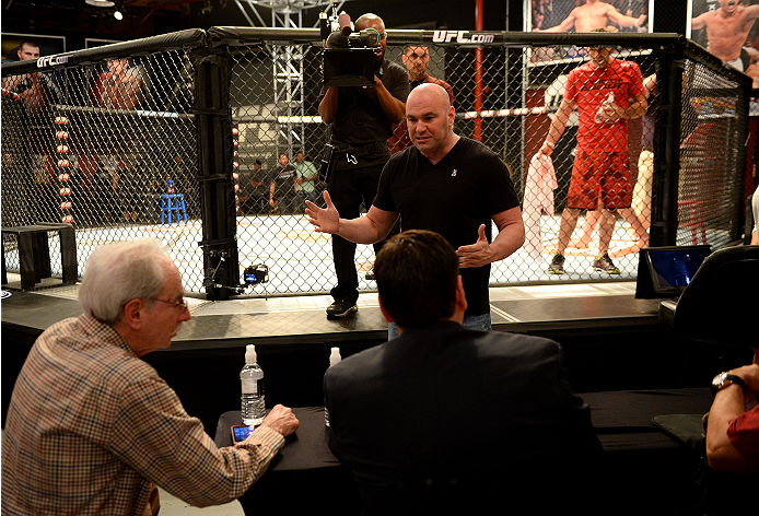 LAS VEGAS, NV - NOVEMBER 8:  UFC President Dana White interacts with the judges after the bout between team Edgar fighter Joseph Stephens and team Penn fighter Roger Zapata in their preliminary fight during filming of season nineteen of The Ultimate Fight