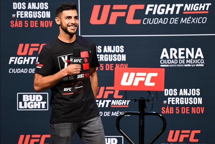 MEXICO CITY, MEXICO - NOVEMBER 04:  UFC featherweight Yair Rodriguez of Mexico interacts with fans during a Q&A session  before the UFC weigh-in at the Arena Ciudad de Mexico on November 4, 2016 in Mexico City, Mexico. (Photo by Jeff Bottari/Zuffa LLC/Zuf
