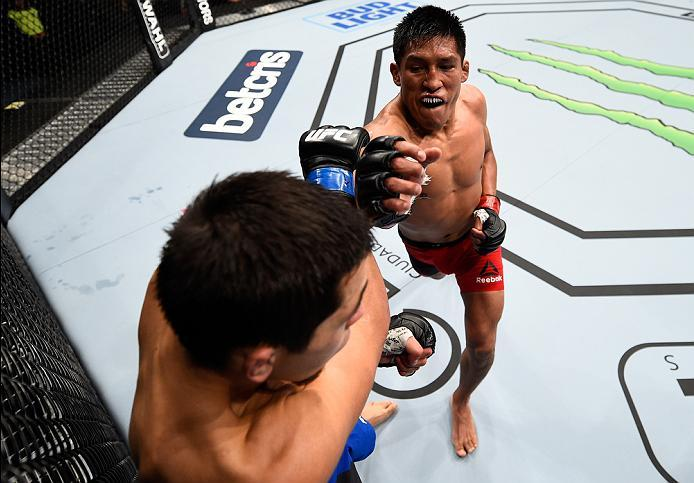 MEXICO CITY, MEXICO - NOVEMBER 05:  (R-L) Enrique Barzola of Peru punches Chris Avila of the United States in their featherweight bout during the UFC Fight Night event at Arena Ciudad de Mexico on November 5, 2016 in Mexico City, Mexico. (Photo by Jeff Bo