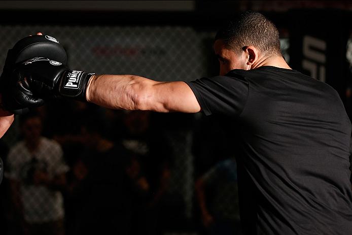SYDNEY, AUSTRALIA - NOVEMBER 05:  Robert Whittaker of New Zealand holds an open training session for media at the UFC Gym Sydney on November 5, 2014 in Sydney, Australia. (Photo by Josh Hedges/Zuffa LLC/Zuffa LLC via Getty Images)