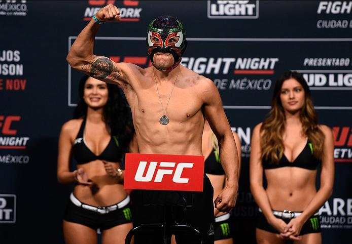 MEXICO CITY, MEXICO - NOVEMBER 04:  Erik Perez of Mexico steps onto the scale during the UFC weigh-in at the Arena Ciudad de Mexico on November 4, 2016 in Mexico City, Mexico. (Photo by Jeff Bottari/Zuffa LLC/Zuffa LLC via Getty Images)