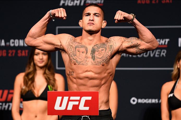 VANCOUVER, BC - AUGUST 26:  Anthony Pettis of the United States steps on the scale during the UFC Fight Night Weigh-in at Rogers Arena on August 26, 2016 in Vancouver, British Columbia, Canada. (Photo by Jeff Bottari/Zuffa LLC/Zuffa LLC via Getty Images)
