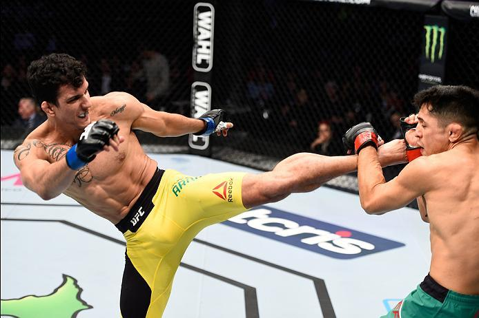 MEXICO CITY, MEXICO - NOVEMBER 05:  (L-R) Felipe Arantes of Brazil kicks Erik Perez of Mexico in their bantamweight bout during the UFC Fight Night event at Arena Ciudad de Mexico on November 5, 2016 in Mexico City, Mexico. (Photo by Jeff Bottari/Zuffa LL