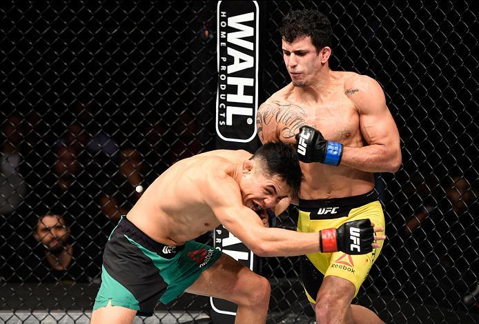 MEXICO CITY, MEXICO - NOVEMBER 05:  (R-L) Felipe Arantes of Brazil punches Erik Perez of Mexico in their bantamweight bout during the UFC Fight Night event at Arena Ciudad de Mexico on November 5, 2016 in Mexico City, Mexico. (Photo by Jeff Bottari/Zuffa