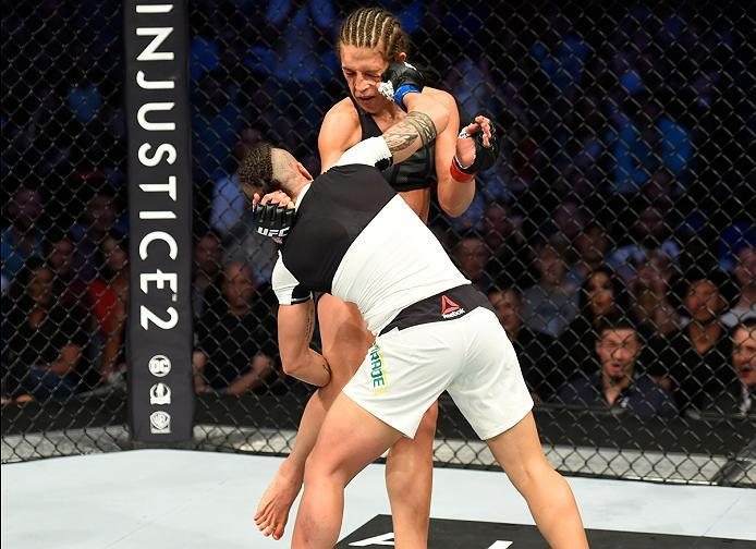 DALLAS, TX - MAY 13:  (R-L) Jessica Andrade punchesJoanna Jedrzejczyk in their UFC women's strawweight championship fight during the UFC 211 event at the American Airlines Center on May 13, 2017 in Dallas, Texas. (Photo by Josh Hedges/Zuffa LLC/Zuffa LLC
