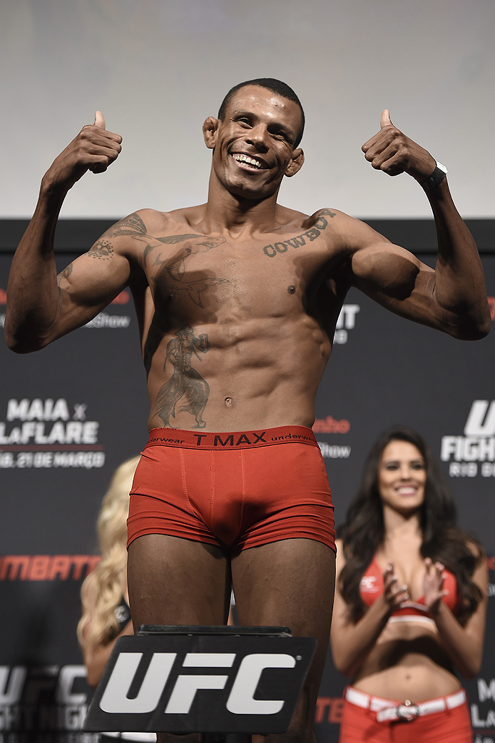 RIO DE JANEIRO, BRAZIL - MARCH 20:  Alex Oliveira of Brazil weighs in during the UFC Fight Night Weigh-ins at Maracanazinho  on March 20, 2015 in Rio de Janeiro, Brazil. (Photo by Buda Mendes/Zuffa LLC/Zuffa LLC via Getty Images)