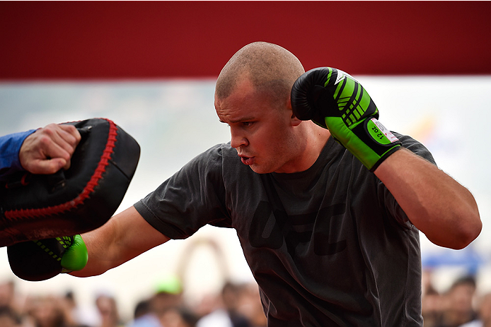 RIO DE JANEIRO, BRAZIL - JULY 29:  Heavyweight contender Stefan Struve of the Netherlands holds an open training session at Pepe Beach on July 29, 2015 in Rio de Janeiro, Brazil.  (Photo by Buda Mendes/Zuffa LLC/Zuffa LLC via Getty Images)