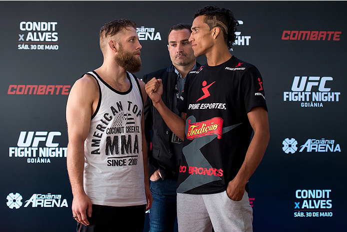 GOIANIA, BRAZIL - MAY 28: UFC Featherweight fighters Nik Lentz (L) of the United States and Charles Oliveira of Brazil face off during an open training session for media at Flex Alphaville Gym on May 28, 2015 in Goiania, Brazil. (Photo by Buda Mendes/Zuff