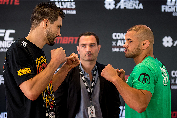 GOIANIA, BRAZIL - MAY 28: UFC welterweight fighters Carlos Condit  (L) of the United States and Thiago Alves of Brazil face off during an open training session for media at Flex Alphaville Gym on May 28, 2015 in Goiania, Brazil. (Photo by Buda Mendes/Zuff