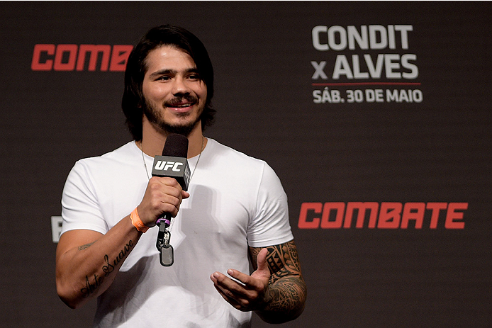 GOIANIA, BRAZIL - MAY 29:  Welterweight fighter Erick Silva of Brazil interacts with fans during a Q&A session before the UFC Fight Night weigh-in at Goiania Arena on May 29, 2015 in Goiania, Brazil.  (Photo by Buda Mendes/Zuffa LLC/Zuffa LLC via Getty Im