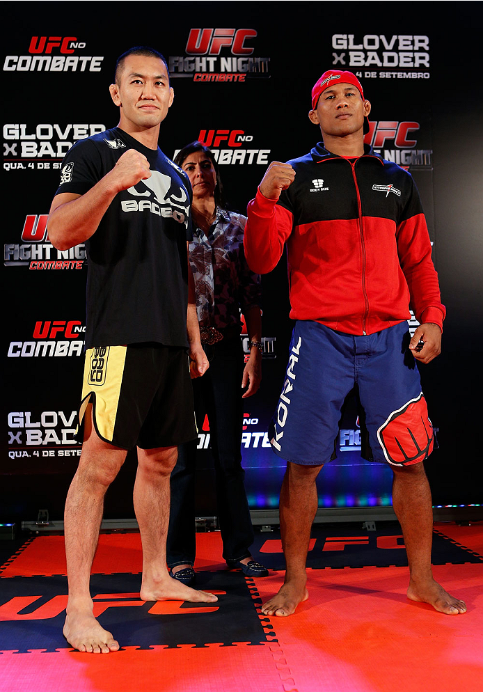 """BELO HORIZONTE, BRAZIL - SEPTEMBER 02:  (L-R) Opponents Yushin Okami and Ronaldo """"Jacare"""" Souza pose for photos after an open training session for media at the Ouro Minas Palace Hotel on September 2, 2013 in Belo Horizonte, Brazil. (Photo by Josh Hedges/Z"""