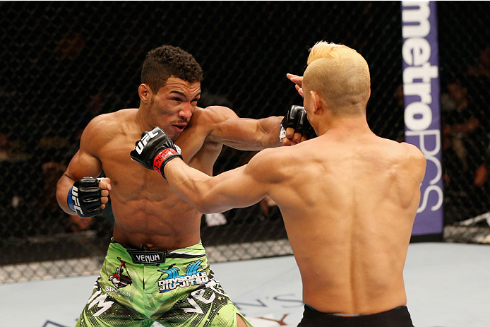 LAS VEGAS, NV - SEPTEMBER 27:  (L-R) Kevin Lee and Jon Tuck exchange punches in their lightweight fight during the UFC 178 event inside the MGM Grand Garden Arena on September 27, 2014 in Las Vegas, Nevada.  (Photo by Josh Hedges/Zuffa LLC/Zuffa LLC via G