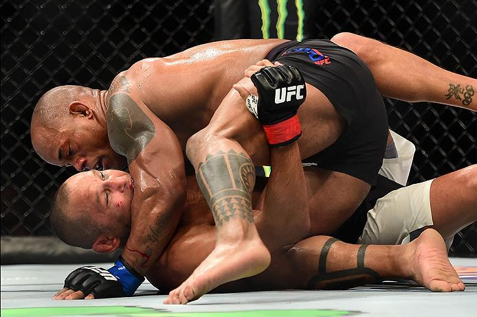 INGLEWOOD, CA - JUNE 04:  Hector Lombard of Cuba and Dan Henderson wrestle in their middleweight bout during the UFC 199 event at The Forum on June 4, 2016 in Inglewood, California.  (Photo by Harry How/Zuffa LLC/Zuffa LLC via Getty Images)