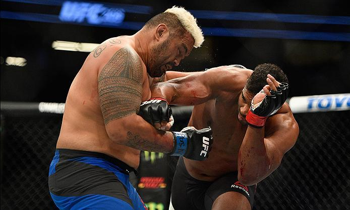 LAS VEGAS, NV - MARCH 04: (R-L) Alistair Overeem of the Netherlands punches Mark Hunt of New Zealand in their heavyweight bout during the UFC 209 event at T-Mobile Arena on March 4, 2017 in Las Vegas, Nevada.  (Photo by Jeff Bottari/Zuffa LLC/Zuffa LLC vi