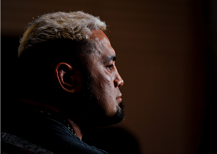 TOKYO, JAPAN - SEPTEMBER 17:  Mark Hunt interacts with media during the UFC Ultimate Media Day at the Hilton Tokyo on September 17, 2014 in Tokyo, Japan.  (Photo by Keith Tsuji/Zuffa LLC/Zuffa LLC via Getty Images)