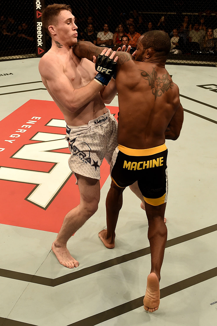 GOIANIA, BRAZIL - MAY 30:  Darren Till of England and Wendell Oliveira of Brazil in their welterweight UFC bout during the UFC Fight Night event at Arena Goiania on May 30, 2015 in Goiania.  (Photo by Buda Mendes/Zuffa LLC/Zuffa LLC via Getty Images)