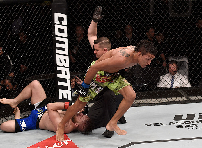GOIANIA, BRAZIL - MAY 30:  Charles Oliveira submits Nick Lentz of the United States in their featherweight UFC bout during the UFC Fight Night event at Arena Goiania on May 30, 2015 in Goiania, Brazil.  (Photo by Buda Mendes/Zuffa LLC/Zuffa LLC via Getty